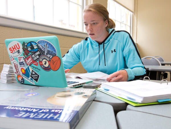 UNE Online student empowering research